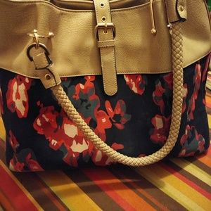 Handbag with matching zip pouch